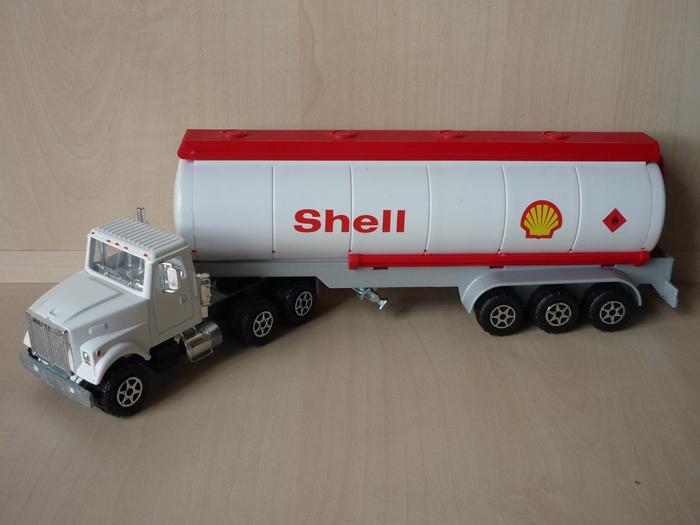 N°3076 White road boss citerne SHELL. 4611712