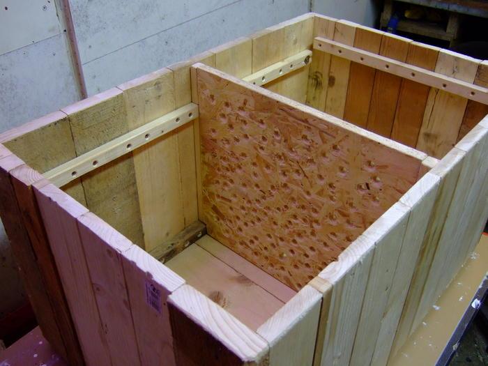 frage zur holzkiste kompostw rmer wurmfarmen. Black Bedroom Furniture Sets. Home Design Ideas